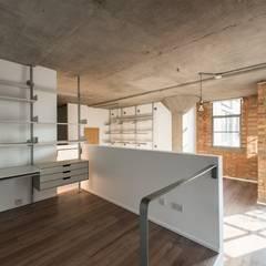 Refurbishment:  Study/office by Lokaj Luxe