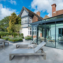 Posterns Court:  Living room by IQ Glass UK