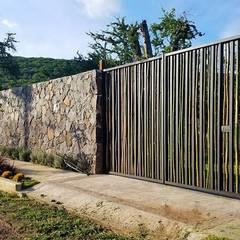 FABRICA TOROS COLLECTION : Espacios comerciales de estilo  por T+F Arquitectos