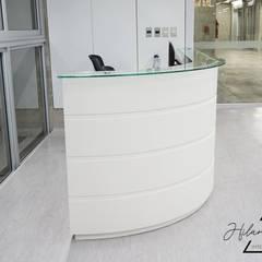 Proyecto Comercial - Biblioteca Universidad Utec: Escuelas de estilo  por Farach Interior Design,