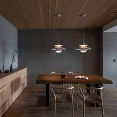 Salle à manger de style  par 極簡室內設計 Simple Design Studio