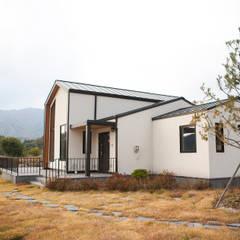 제천전원주택: 8sky design의  주택