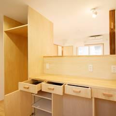 さんむの家: 有限会社幸総合設計が手掛けたキッチン収納です。