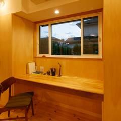 さんむの家: 有限会社幸総合設計が手掛けた書斎です。