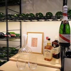 Strutture di stoccaggio Vino: Cantina in stile in stile Moderno di ShoWine
