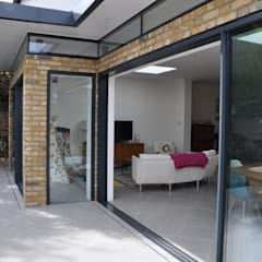 Primrose Cottage:  Living room by IQ Glass UK