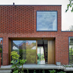 Water Meadow:  Detached home by IQ Glass UK