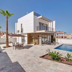 DETACHED VILLAS WITH PRIVATE POOL: Casas multifamiliares de estilo  de Engel Voelkers Agencia Inmobiliaria Torrevieja