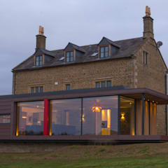 Warwickshire Farmhouse:  Detached home by IQ Glass UK