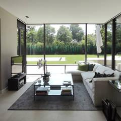 Extension, veranda: Salon de style  par Antoine Chatiliez