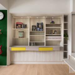 展示櫃、書櫃:  書房/辦公室 by 邑田空間設計