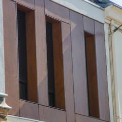 Extension d'une maison de ville : Fenêtres de style  par Créateurs d'Interieur,