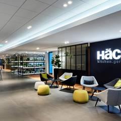 HÄCKER KÜCHEN - SHOWROOM / HAUSMESSE:  Geschäftsräume & Stores von MOYSIG RETAIL DESIGN GMBH