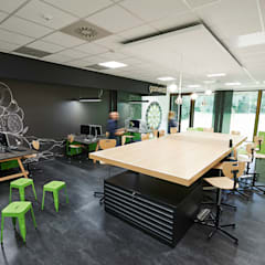 Schools by MOYSIG RETAIL DESIGN GMBH