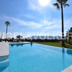 VILLA-FINCA DE LUJO EN ALFAZ DEL PI: Villas de estilo  de Engel Voelkers Agencia Inmobiliaria Albir