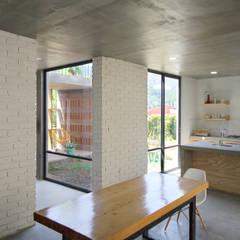 Comedores de estilo  por Apaloosa Estudio de Arquitectura y Diseño