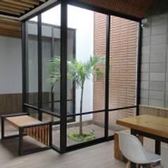 Claraboyas de estilo  por Apaloosa Estudio de Arquitectura y Diseño, Minimalista Compuestos de madera y plástico