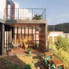 Casas unifamiliares de estilo  por Apaloosa Estudio de Arquitectura y Diseño