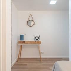 Koridor & Tangga Gaya Mediteran Oleh OW ARQUITECTOS lda | simplicity works Mediteran Kayu Wood effect