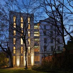 Zenale Building: Casa unifamiliare in stile  di FTA Filippo Taidelli Architetto