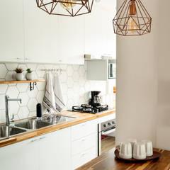 Cocinas pequeñas de estilo  por Luciana Ribeiro Arquitetura