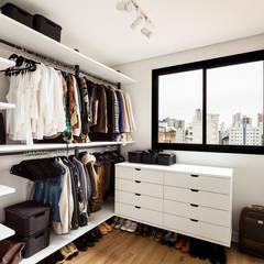 Dressing room by Luciana Ribeiro Arquitetura