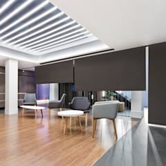 ESTORES ENROLLABLES INSTALADOS EN EL HALL DE UN HOTEL: Hoteles de estilo  de Saxun