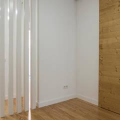Pasillos y vestíbulos de estilo  por [i]da arquitectos