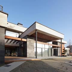 Casas de campo de estilo  por Роман Леонидов - Архитектурное бюро