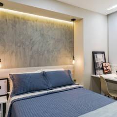 Projekty,  Małe sypialnie zaprojektowane przez Estúdio Trasse Arquitetura