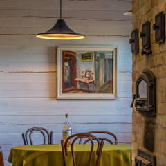 """Hugge cottage in Kozin. """"Jeboshimshaletstyle"""": Столовые комнаты в . Автор – Coliba architects"""
