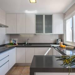 Cocina: Cocinas integrales de estilo  de Home & Haus | Home Staging & Fotografía