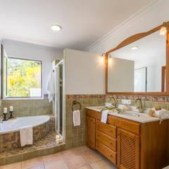 Home Staging y Fotografía en Villa Bosque Mar: Baños de estilo  de Home & Haus | Home Staging & Fotografía