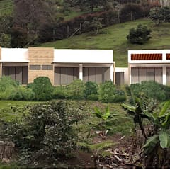 Casa J: Casas campestres de estilo  por Andrés Hincapíe Arquitectos  A H A