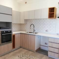 Diseño de Cocina en Puerto Varas por Quo Design: Muebles de cocinas de estilo  por Quo Design - Diseño de muebles a medida - Puerto Montt