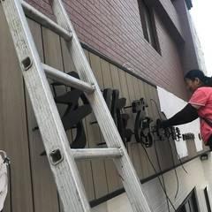 Galerías y espacios comerciales de estilo  por 新綠境實業有限公司