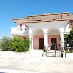 SI VENDE: Villa a schiera con tre camere da letto : Villa a schiera in stile  di CASA ITALIA Agenzia Immobiliare