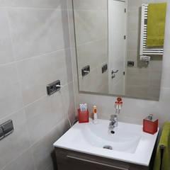 Reforma Baño Barcelona: Baños de estilo  de Arkin3D