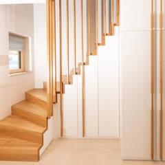 Faltwerktreppe mit integriertem Schrank:  Treppe von Holzmanufaktur Ballert e.K.