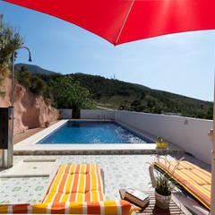 Piscina: Piscinas de estilo  de Home & Haus | Home Staging & Fotografía