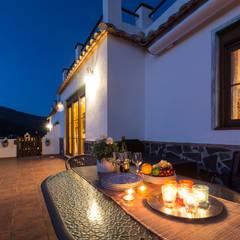 Terraza delantera: Terrazas de estilo  de Home & Haus | Home Staging & Fotografía