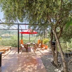 Terraza trasera: Terrazas de estilo  de Home & Haus | Home Staging & Fotografía