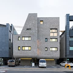 Houses by 보편적인 건축사사무소