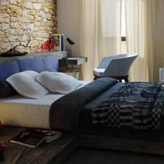 MASTER SUITE: Camera da letto in stile  di Ing. Massimiliano Lusetti