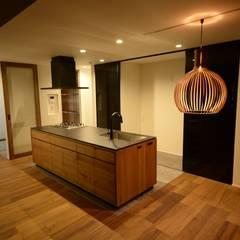 全体の様子: 注文家具屋 フリーハンドイマイが手掛けたキッチン収納です。