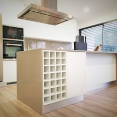 Kitchen units by Jesus Correia Arquitecto