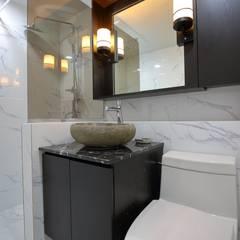 interior by INARK 서울 레이크팰리스 아파트 올리모델링 인아크 건축 설계 인테리어 디자인: inark [인아크 건축 설계 디자인]의  욕실,미니멀