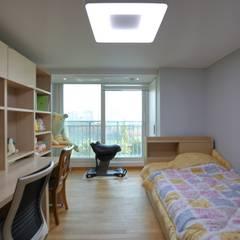 interior by INARK 서울 레이크팰리스 아파트 올리모델링 인아크 건축 설계 인테리어 디자인: inark [인아크 건축 설계 디자인]의  방