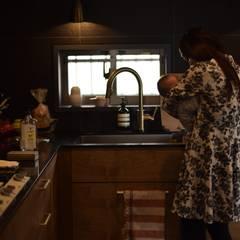 王禅寺のキッチン: 注文家具屋 フリーハンドイマイが手掛けたキッチン収納です。,