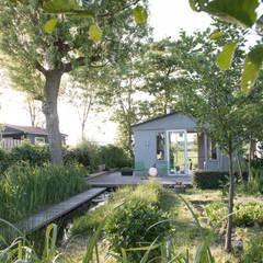 Atelier in de velden: landelijke Tuin door Andrew van Egmond (ontwerp van tuin en landschap)